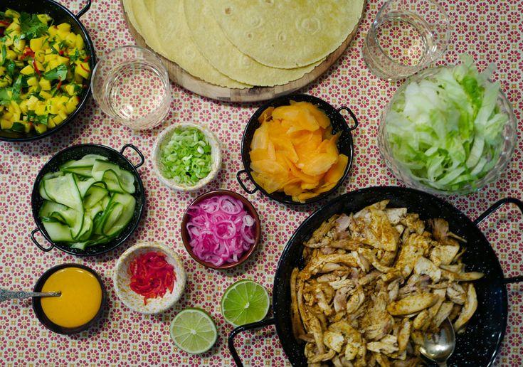 - fredagstacoen på kyllingkjøtt, syltede grønnsaker, sriracha-majones/rømme -