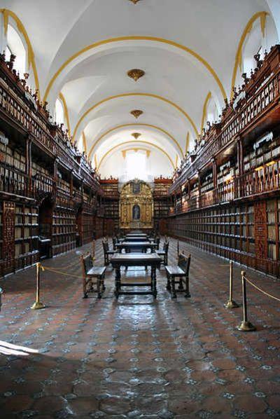 Biblioteca Palafoxiana, Puebla, México. Palafox Library, Puebla, Mexico.
