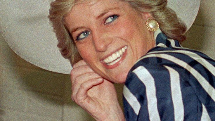 Bisher unbekannte Fotos von Prinzessin Diana († 36) sollen nun versteigert werden.