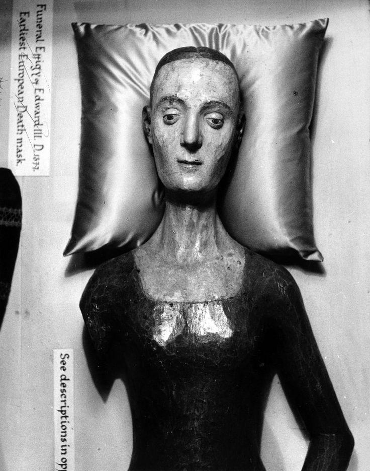 De beeltenis van Catherine de Valois, (1401-1437), in Westminster Abbey, Londen, de vroegste Europese dodenmasker. Ze was koningin van Engeland, de vrouw van koning Henry V; ze trouwden in 1420 in Troyes. Circa 1950.