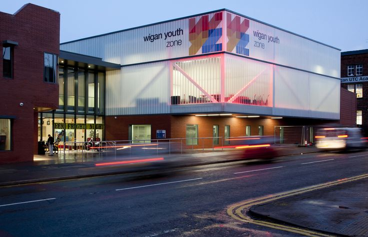 Wigan Youth Zone is a sports and recreational facility in Wigan, UK. The complex successfully marries two contradictions: modernity and tradition. The first one is epitomized by glass whereas the second is translated into brick. Glass facade features two types of toughened and heat soaked low-iron profiled glass: Pilkington Profilit™ Clear THS OW and Pilkington Profilit™ Macro THS OW.
