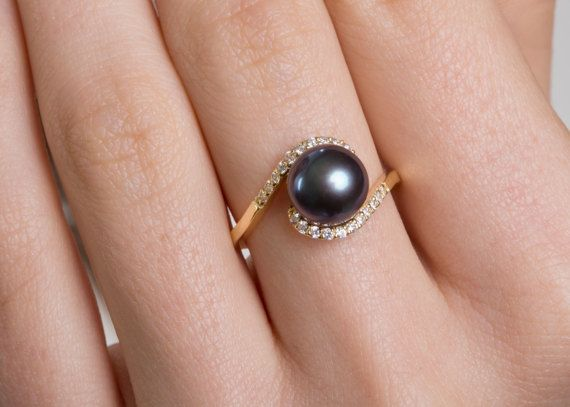 We show the instagram girls most preferred ring. #danelianjewelry #black ahttps://www.etsy.com/uk/listing/513736483/natural-black-pearl-18k-gold-pearl-ring