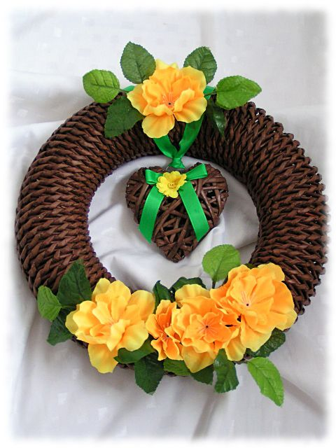 Beautiful newspaper wreath plz check this link on YouTube for how to make this lovely wreath:http://youtu.be/cMj5Cb3-OcM and this link for making the heart http://youtu.be/eiN0lMyu8Og