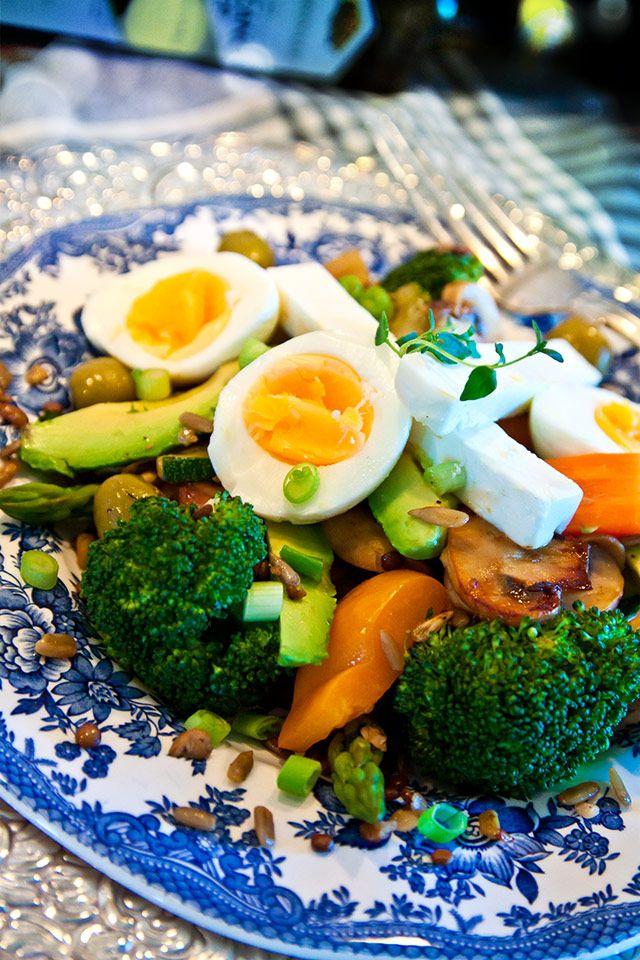 Feta- och äggsallad med linser och frön