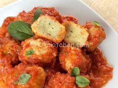 Le polpette di ricotta sono un secondo piatto semplice da preparare a base di ricotta e pane raffermo. Una ricetta vegetariana.