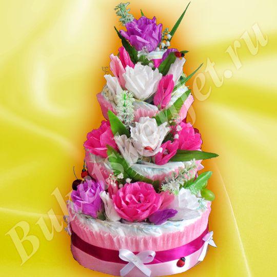 Торт из подгузников  Состав: подгузники – 66 шт, детский крем, присыпка, цветы с шоколадными конфетами.  Высота: 50 см.  В упаковке – 78 см.  Цена: 2 300 руб.