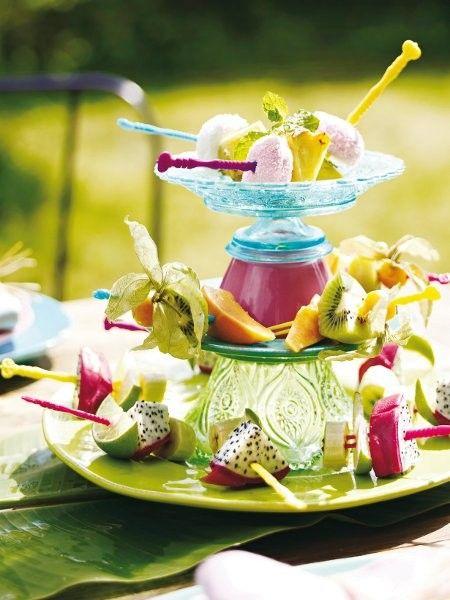 Wetten, dass diese fruchtigen Spieße nicht nur als Tischdeko auf dem Frühstückstisch gut ankommen?