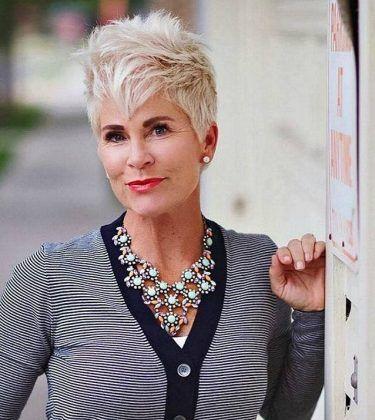 """Navegando pela net, encontrei no site """"Fabulous over forty"""" http://www.fabulousafter40.comessas fotos com cortes de cabelos curtos bem estilosos para..."""