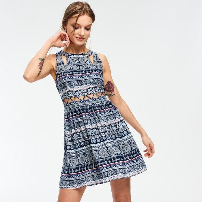 Wzorzysta sukienka z geometrycznymi wycięciami - SUKIENKI - KOLEKCJA - DZIEWCZYNA