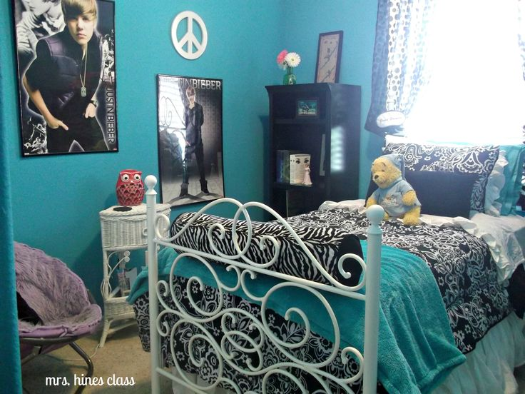 teal teen bedroom - Except I could use Justin beiber as a dart board