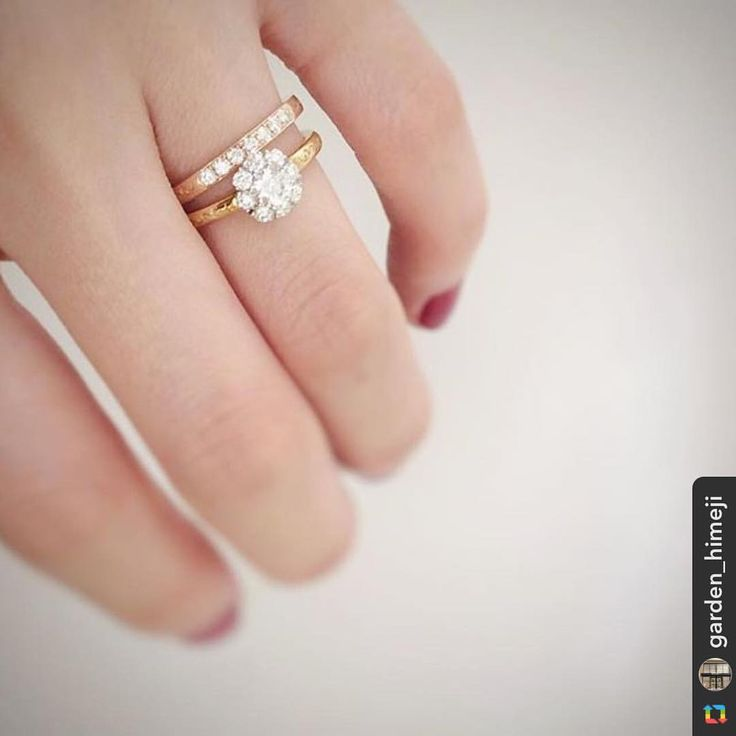 @garden_himeji:尊敬と愛を、あなたへ。 幾重にも、幾重にも。 【RosettE】 エンゲージリングは、太陽の光を浴びた白いバラを表現。センターダイヤを小さなメレダイヤが包み込んでいるように、女性様を男性様が愛で包みこんでいるようなイメージのリングです♡ #rosette #ブライダルジュエリー #エンゲージリング #リング #マリッジリング #指輪 #結婚式 #結婚指輪 #プレ花嫁 #プロポーズ #サプライズ #太陽 #セレクトショップ #関西 #garden姫路 #姫路