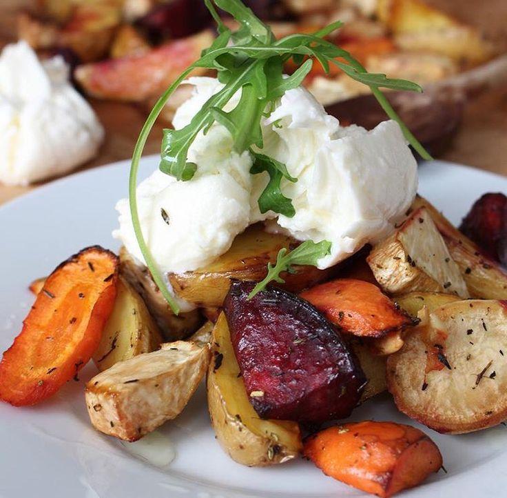 Pecene brambory s korenovou zeleninou a kozim syrem