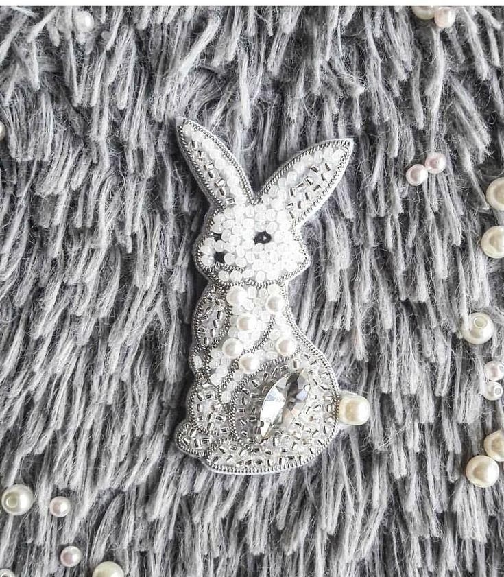 Автор @verami9   〰〰〰〰〰〰〰〰〰〰〰〰〰〰 По всем вопросам обращайтесь к авторам изделий!!!  #ручнаяработа #брошьизбисера #брошьручнойработы #вышивкабисером #мастер #бисер #handmade_prostor #handmadejewelry #brooch #beads #crystal #embroidery #swarovskicrystals #swarovski #купитьброшь #украшенияручнойработы #handmade #handemroidery #брошь #кольеручнойработы #кольеизбисера #браслеты #браслетручнойработы #сутажныеукрашения #сутаж #шибори #полимернаяглина #украшенияизполимернойглины
