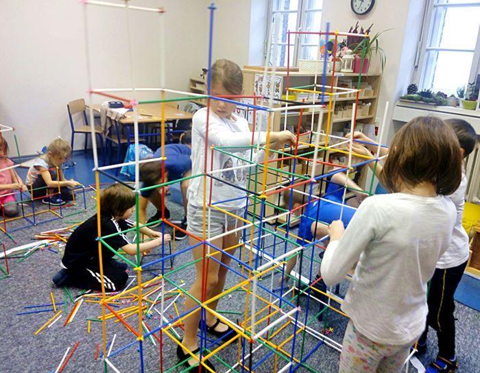Współpraca przy budowaniu konstrukcji z Bamp.#montessori#harmonia#bamp##współpraca