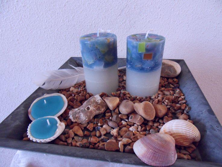 Maritiem sfeertje op dit plateau met handgemaakte kaarsen. Gedecoreerd met steentjes van het strand van Dover.