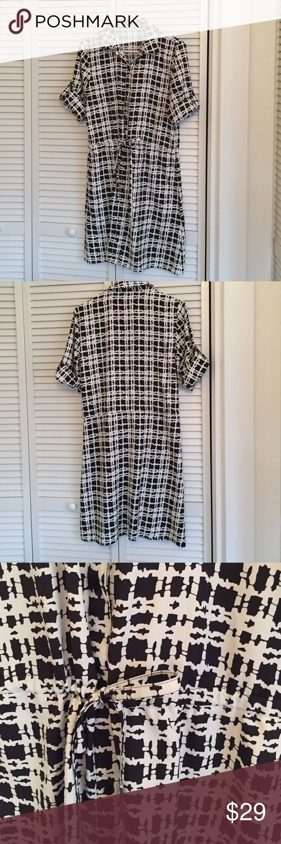 Calvin Klein drawstring shirtdress This shirtdress has a drawstring waist and roll up sleeves. Tags removed because they were scratchy. Calvin Klein Dresses Midi