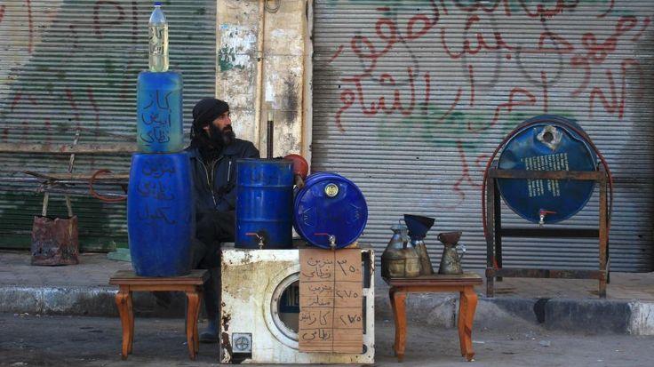Mens bombene knuser hjemlandet deres, bryter syrerne ut i latter og tenner seg en røyk - Dagbladet Pluss