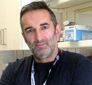 Fascinado desde a adolescência pelos mecanismos moleculares, genéticos e evolutivos na base da vida, Nuno Rodrigues dos Santosiniciou o seu percurso no curso de Biologia na Faculdade de Ciências d…