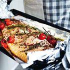 Een heerlijk recept: Zalm met tijm rozemarijn en kerstomaatjes in de oven