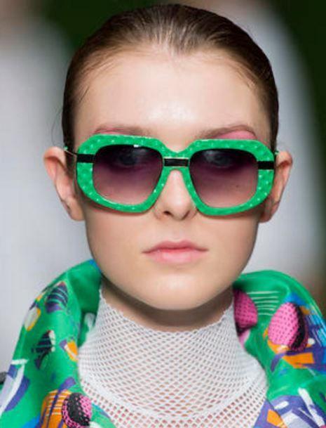 L'accessorio di culto in ogni stagione, ma soprattutto durante i mesi caldi, gli occhiali da sole sono un vero must have. Oggi scopriamo i nuovi modelli proposti dai marchi più amati per la prossima primavera estate 2017. Usiamo gli occhiali da sole in primis per proteggere lo sguardo dai raggi solari, ma anche per giocare …