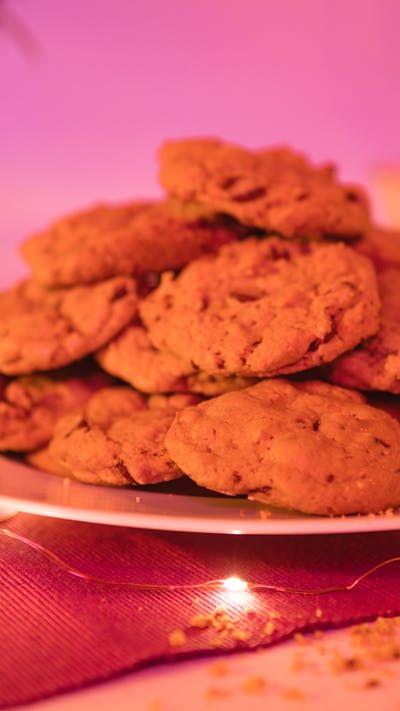 Hoy Cristina nos enseña a hacer las deliciosas galletas con chispas de chocolate que cocina Rapunzel en Enredados. ¡Una receta de cuento de hadas!