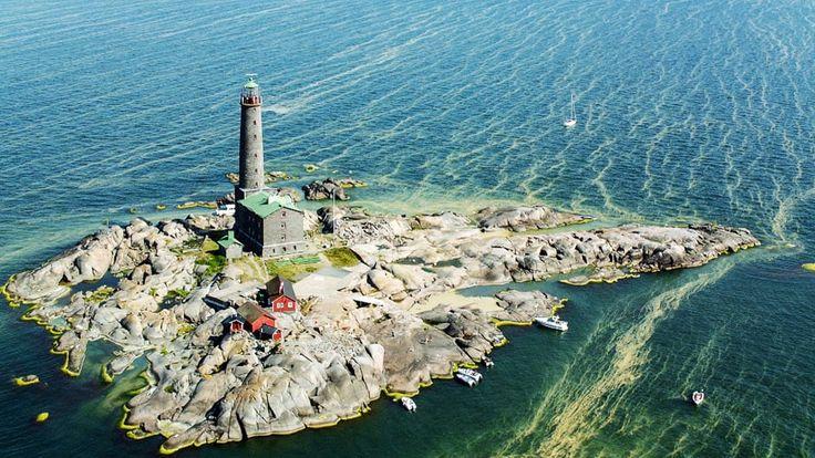 10/10. Suomi koko kauneudessaan ilmakuvissa nietoksissa ja kesän kukkeudessa. Jaksossa matkataan läpi koko Suomen Lapista Helsinkiin.