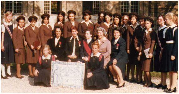Alunas do Instituto de Odivelas e Subdiretora Dr.ª Ofélia Sena Martins na Casa de Educação da Legião de Honra (Paris) - Anos 70