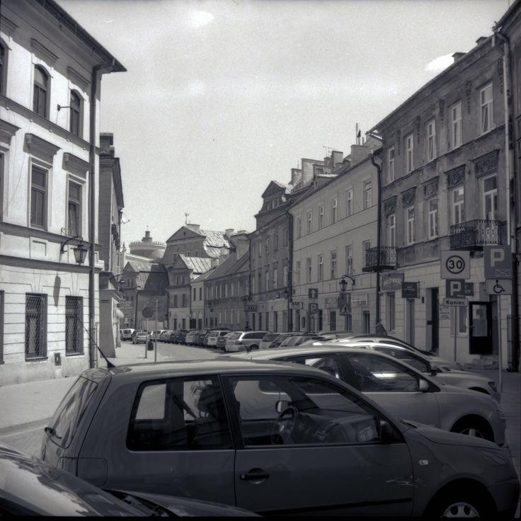 https://flic.kr/p/VTUqgX | Retro Series 4-XII | Retro series with Zeiss Ikon Nettar.   Kowalska Str., Old Town Lublin, Poland, June 2017.  Instagram: @alec.chernivtsi ·  urban.photos · facebook · tumblr