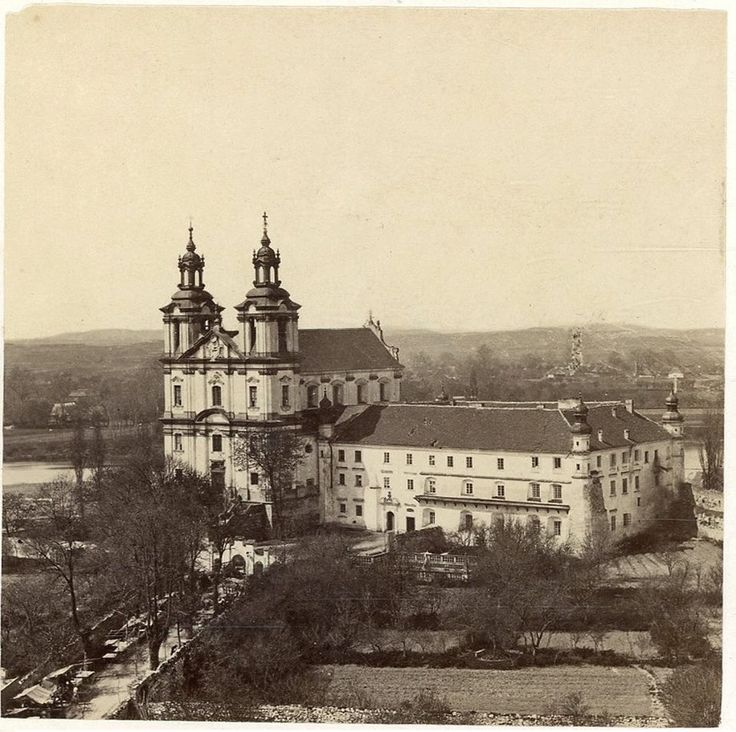 Klasztor OO. Paulinów na fotografii wykonanej w latach ok. 1880-1890.