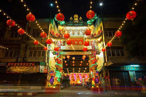 En güzel dekorasyon paylaşımları için Kadinika.com #kadinika #dekorasyon #decoration #woman #women Chinese Temple Gate and Lantern Festival in Chanthaburi (Thailand)