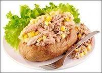 High Protein Tuna and Sweetcorn Jacket Potato With Green Salad: http://www.lamuscle.com/magazine/article/TunaSweetcorn_JacketPotato