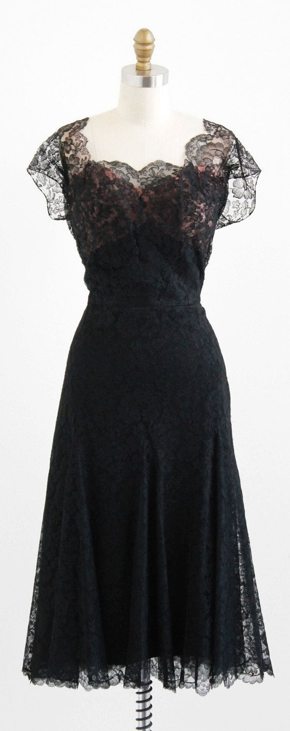 vintage 1940s black + peach chantilly lace dress | size large | www.rococovintage.com