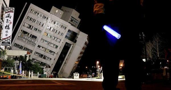 Taiwán   Terremoto de 6.4 grados deja dos muertos y más de 100 heridos  Foto: WEB  Ocurrió en la ciudad Hualien. Fue de magnitud 6.4 grados en la escala Richter. Causó el derrumbe de un hotel. Otros cuatro edificios habían sufrido daños en esta turística ciudad.   Dos personas murieron y más de 100 resultaron heridas este martes en la costa este de Taiwán tras un sismo de magnitud 6.4 que causó el derrumbe de un hotel y daños en otros edificios informó el gobierno.  Foto: WEB  El primer…