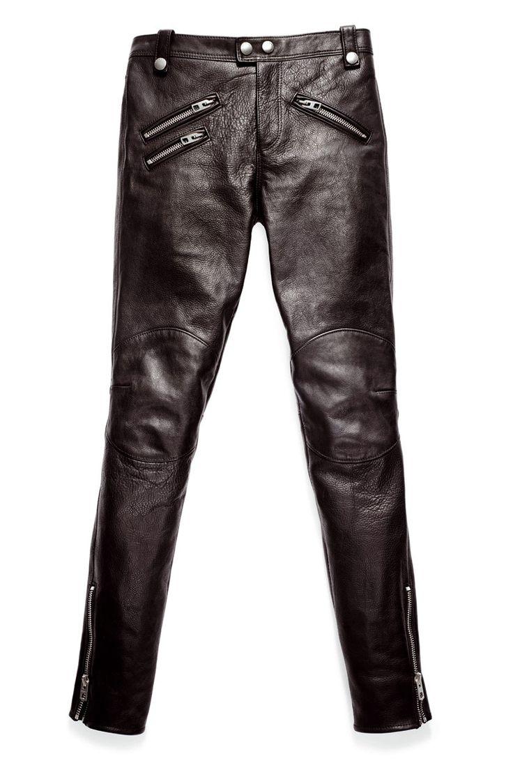 Unos pantalones 'biker' de cuero El pantalón de cuero lo vemos en distintos looks de día y de noche dependiendo de cómo lo combines. El estampado animal junto con un pantalón de cuero convierte tu look en un acierto muy sexy de noche #Moda #Weekend #Woman #Mujer #Dress #Vestidos #Black #Style #Navidad #YoSoyUnaChicaMuse #Fashion #Model #ModaFemenina #InstaModa #Clothes #Jeans #OutFit #Colombia #Bogota