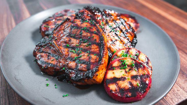 Côtelettes de porc au cidre de glace et steaks de pommes