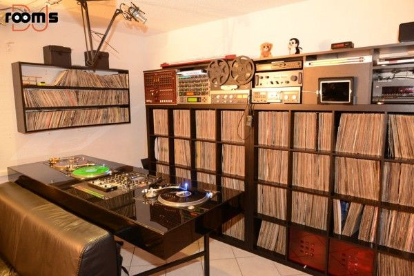 Dj othello dj setup and record collection reel 2 reel technics ltd gld customized dj booth for Olafur arnalds living room songs vinyl