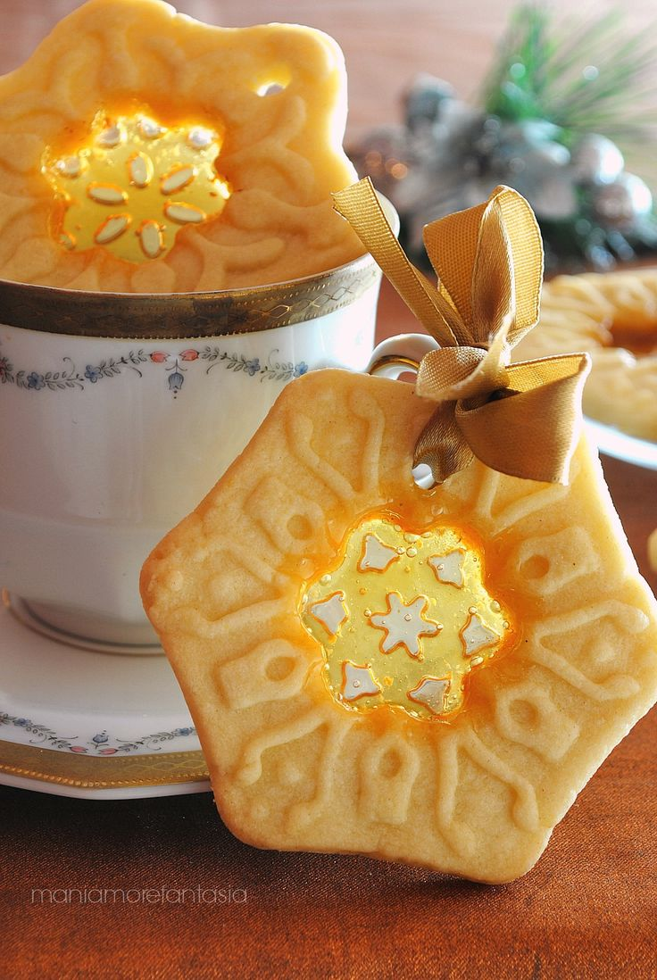 glass cookies with embroidery effect