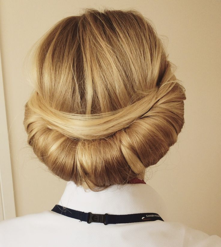 Vintage roll for cabin crew hair