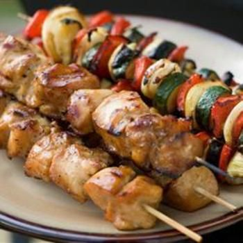 Yummy Honey Chicken Kabobs: Chicken Chunk, Basting Sauces, Skewers, Belle Peppers, Soy Sauces, Honey Chicken Kabobs, Terrif Marinades, Favorite Vegetables, Chunk Grilled