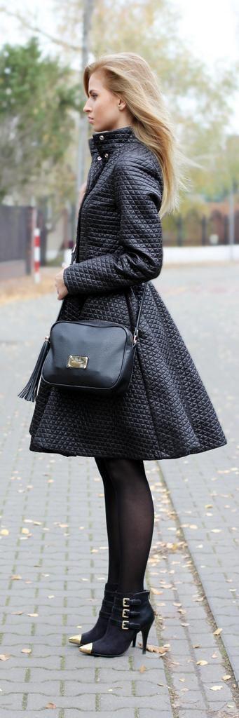 Black coat    http://beauty-fashion-shopping.blogspot.com/2013/11/black-coat.html