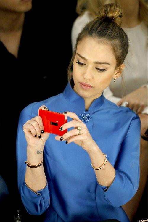Jessica Alba #celebritystyleicon #style SHE LOOKS GORGEOUS OMG