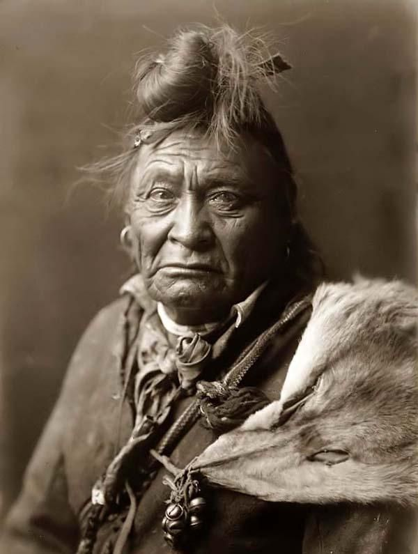 Here for your browsing pleasure is an imposing photo of Hoop On Forehead. It was made in 1908 by Edward S. Curtis.    The illustration documents a Head-and-shoulders portrait of a Crow Indian Warrior.