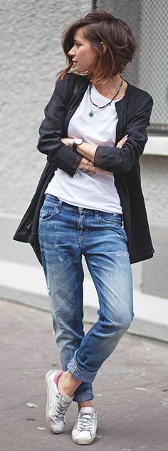 Casual look | White tee, boyfriend jeans, collarless jacket and sneakers