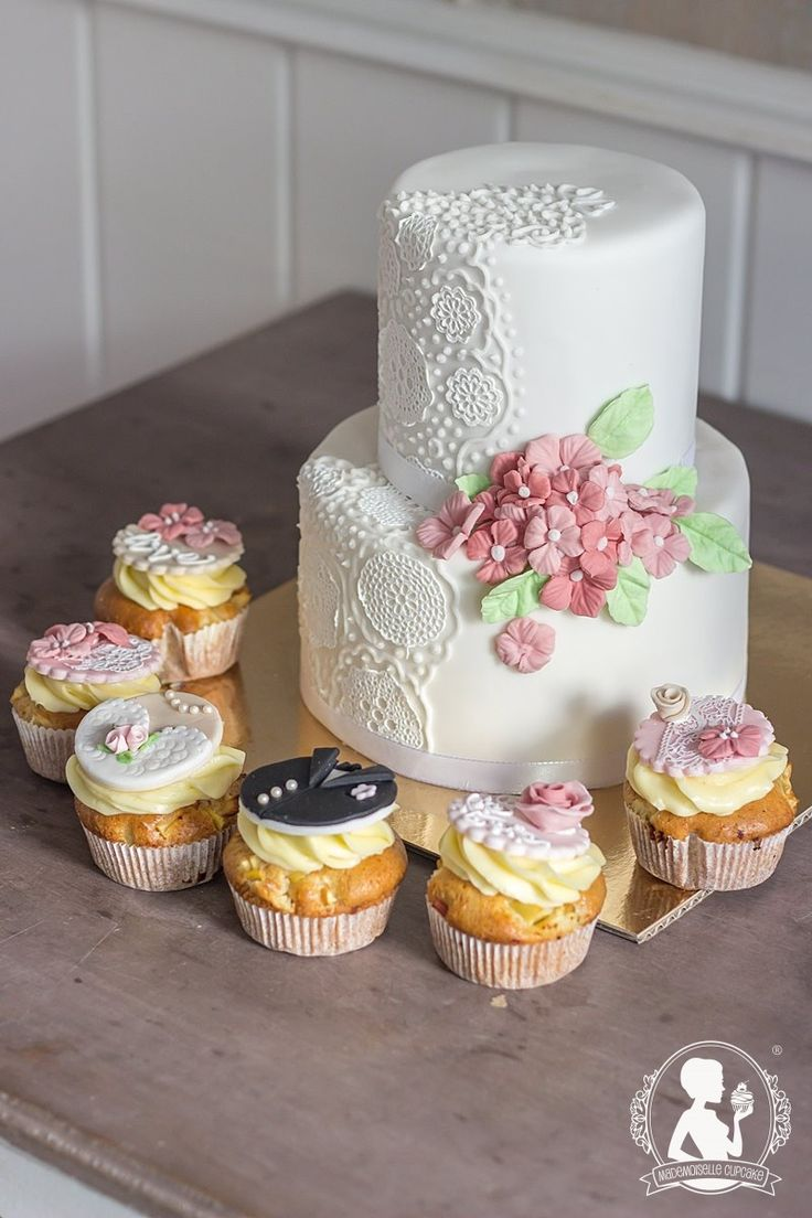 Vintage wedding cake - lace and hydrangeas, cupcakes