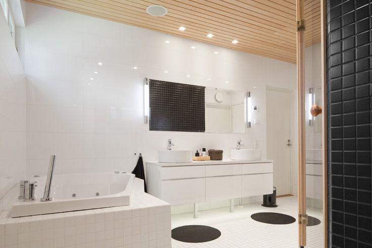 Kivitalon tilava kylpyhuone, lisää ideoita www.lammi-kivitalot.fi