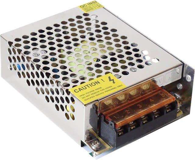 Sursa de alimentare este fabricata pentru un maxim de putere de 60W, care echivaleaza 12 metri Banda cu 60 LED 3528 sau 4 metri banda LED 5050. Tensiunea de intrare este 220V, iar cea de iesire este de 12V.