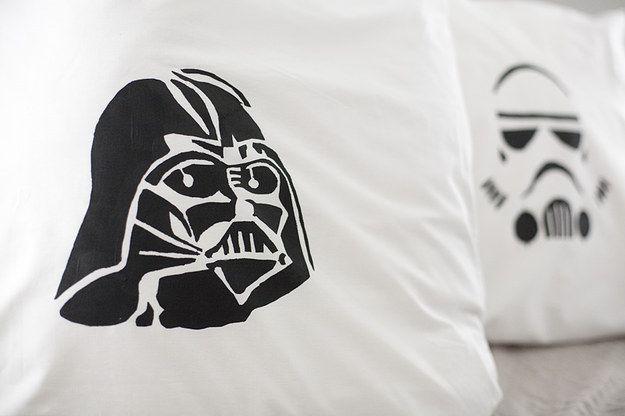 Fundas para almohadas de Star Wars | 21 Proyectos de creaciones caseras que tu novio desea que hagas