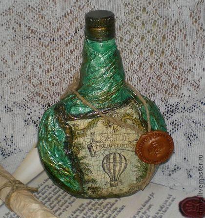 Подарочная бутылка `World territories`. Подарочная стеклянная бутылка декорирована в технике художественный декупаж с элементами старения.Эта бутылка станет эксклюзивным подарком для Вашего любимого мужчины или начальника.Выполнена в единственном экземпляре.