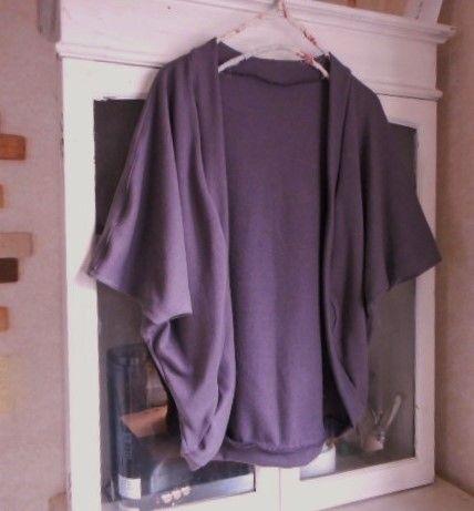 グレイッシュパープル色のやさしい風合いのガーゼニットで、ドルマン袖のゆるふわな♪ボレロカーディガンを制作いたしました。このガーゼ裏毛ニット生地ですが、とても軽...|ハンドメイド、手作り、手仕事品の通販・販売・購入ならCreema。