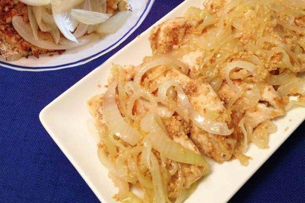 Cuban Chicken with Onions - Pechuga a la plancha - 2 Cookin' Mamas
